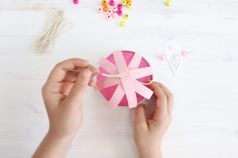יצירה מנייר עם ילדים